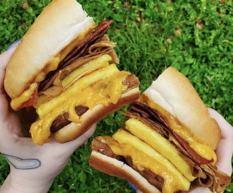 Vegnews.Tofurkyburger