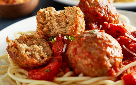 VegNews.BeyondMeatballs