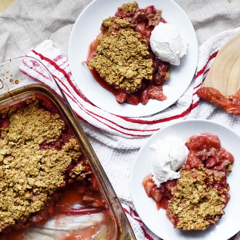 Vegan Strawberry Rhubarb Crisp