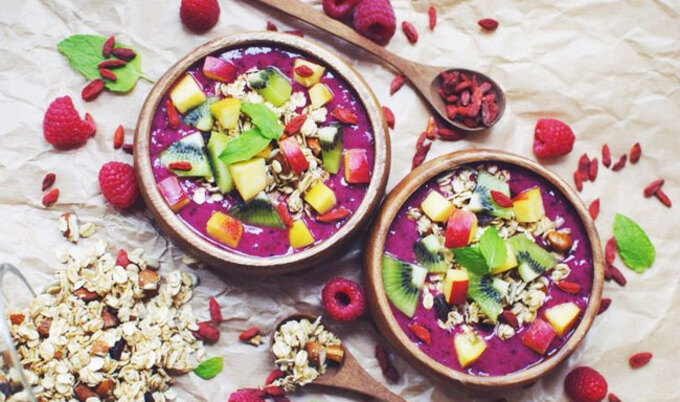 VegNews.SmoothieBowl