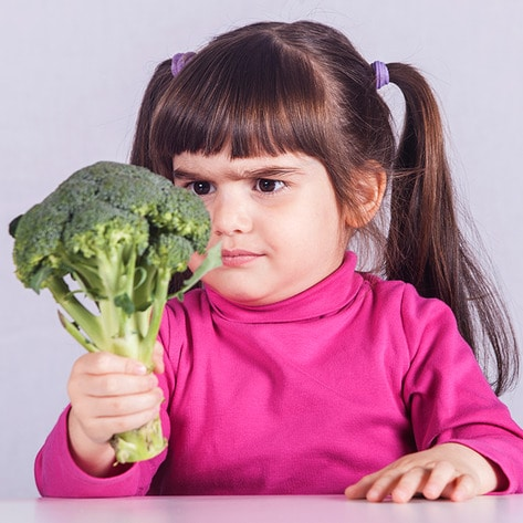VegNews.LittleGirlAndBroccoli