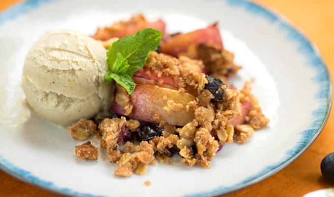 Easy Vegan Blueberry-Nectarine Fruit Crisp