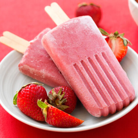 VegNews.StrawberryBananaPopsicles.HannahKaminsky