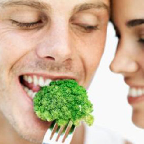 VegNews.CoupleBrocolliEating